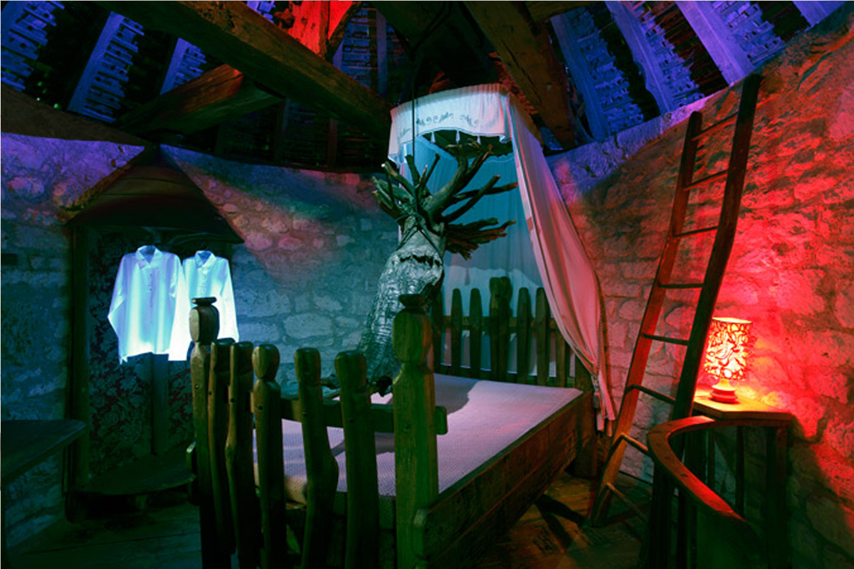 Dame Blanche de Claude Lévêque, 2012 Dispositif in situ, Moulin de Scandaillac, Association Pollen, Monflanquin, Photos Dominique Delpoux © ADAGP Claude Lévêque. Courtesy the artist and kamel mennour, Paris